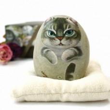 Декоративный камень ручной росписи кот Симба