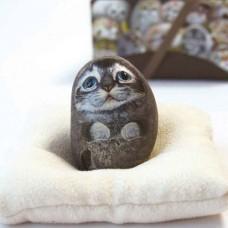 Декоративный камень ручной росписи кот Пэтч