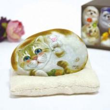 Художественный камень авторской росписи кот Брэнди