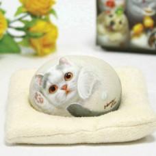 Декоративный камень ручной росписи кошечка Флауэр