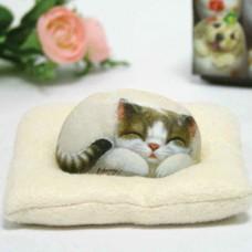 Декоративный камень ручной росписи кошка Мелоди
