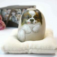 Художественный камень авторской росписи собачка Фефе